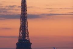 paris-ville-lumiere-tour-eiffel-grand-palais-crepuscule-coucher-soleil-capitale-mode-fashion-dame-fer
