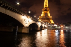 paris-ville-lumiere-tour-eiffel-pont-seine-fleuve-capitale-france-fashion-love-mode-bynight-pose-longue-reflets